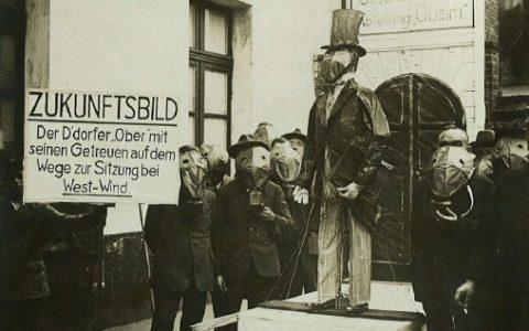 1928 - Düsseldorfer Oberbürgermeister mit Gasmaske - Neusser Qualm