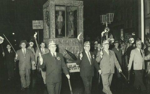 1953 - Wetterhäuschen auf dem Neusser Rathaus